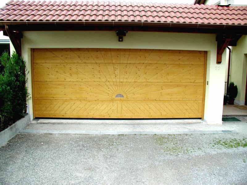 Garagentor sektionaltor holz  Decken-Sektionaltore aus Holz oder Stahl als Garagentore der Heim ...