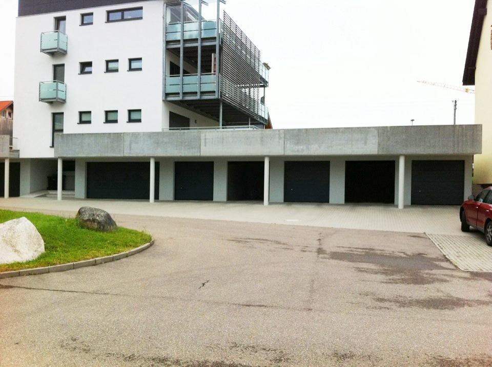 Sektionaltore In RAL 7016 Athrazitgrau Mit Isolierung 42/20 Mm Für Separate  Garagen